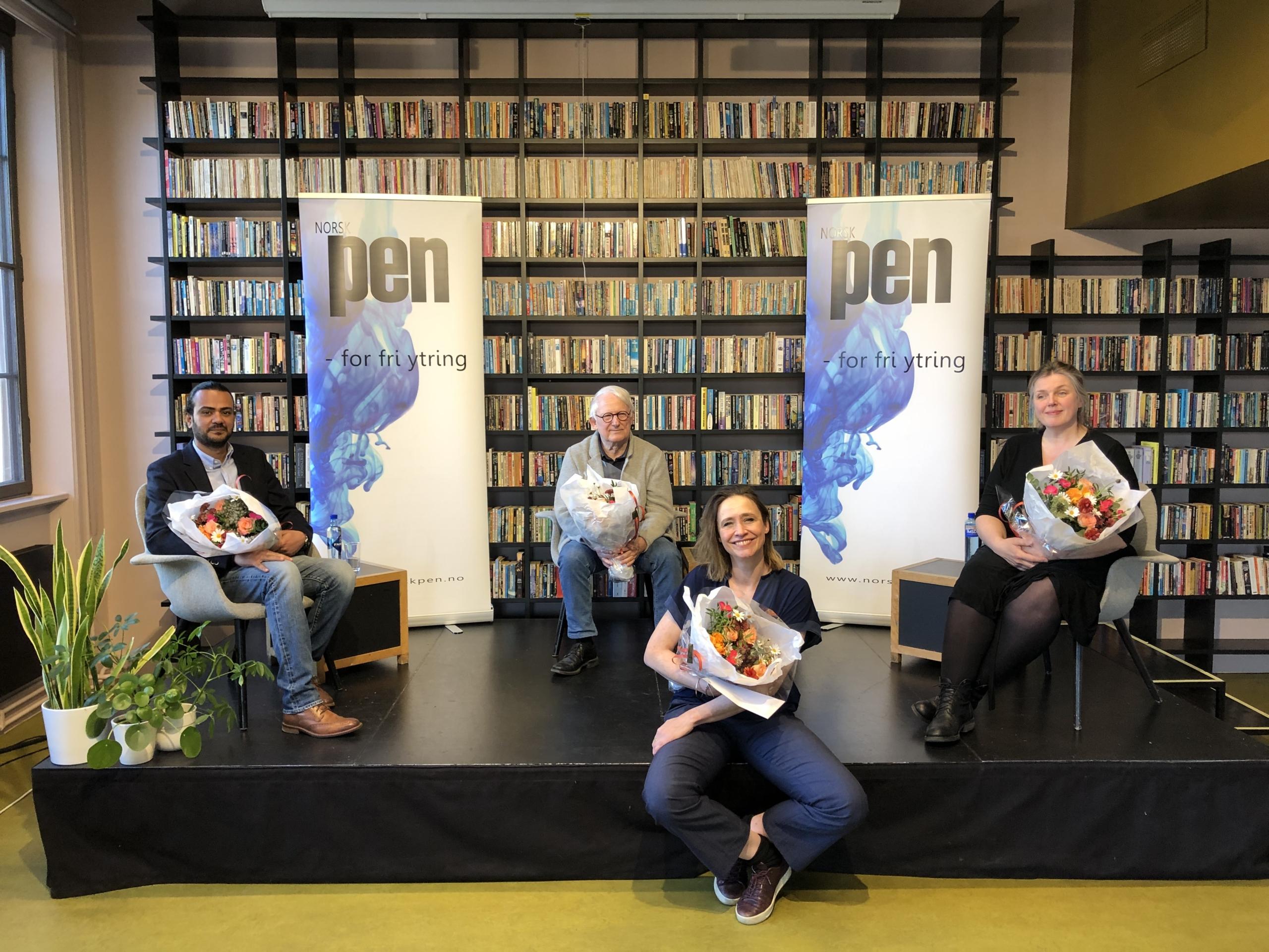 Fra venstre: Ahmed Falah (satiretegner), Finn Graff (satiretegner), Bianca Boege (kurator i Avistegnernes Hus) og Siri Dokken (satiretegner).